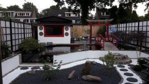 Adviesgroep Koi en vijver - in de japanse stijl aangelegde bloementuin